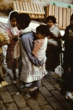 Kinder in Fes, 1962 Czychowski/Timeline Images #1960 #60er #60s #Marokko #Morocco #Kind #Children #Medina #Altstadt