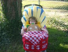 Baby Stroller Halloween Costumes that Rock! Let's face it, some of us really know how to do Halloween. Halloween Bebes, Baby Girl Halloween Costumes, First Halloween, Cute Costumes, Baby Costumes, Holidays Halloween, Costume Ideas, Clever Costumes, Food Costumes