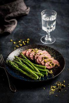Hoe bereid je eendenborst | simoneskitchen.nl Good Food, Yummy Food, Food Dishes, Gourmet Recipes, Asparagus, Green Beans, Winter, Food Photography, Tasty