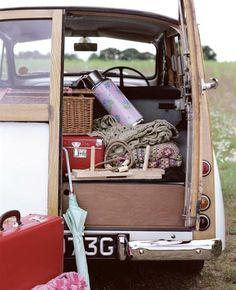 Chic camping in a Morris Minor Morris Minor, Picnic Time, Summer Picnic, Picnic Parties, Picnic Set, Tea Parties, Summer Fun, Morris Traveller, Cars Vintage