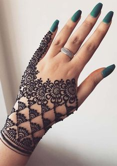 Are you looking for best henna or mehndi arts for beautiful hands? No need to worry at all, just see here our most beautiful mehndi designs if you really wanna make your personality hot and sexy. These elegant mehndi designs are worn by the most fashionab Easy Mehndi Designs, Latest Mehndi Designs, Henna Tattoo Designs, Mehndi Designs For Beginners, Mehndi Designs For Girls, Mehndi Designs For Fingers, Modern Henna Designs, Geometric Designs, Back Hand Mehndi Designs