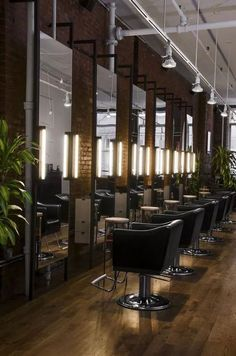 Awesome Small Beautiful Salon Room Design IdeasYou can find Salon interior and more on our Awesome Small Beautiful Salon Room Desig. Interior Design Color Schemes, Interior Design Books, Interior Design Gallery, Interior Design Pictures, Beauty Salon Decor, Beauty Salon Design, Beauty Salons, Interior Design Magazine, Schönheitssalon Design