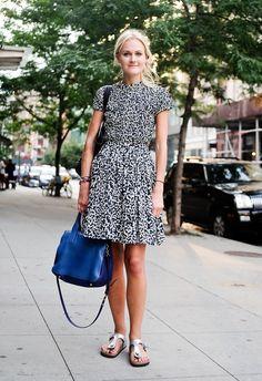 Pin for Later: 40 fabelhafte Outfits für den Rest des Sommers Sommer Street Style Mary Kate Steinmiller präsentiert: Das perfekte Büro-Outfit. Und es beinhaltet Birkenstocks!