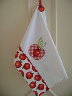 PANO  DE  PRATO | por Costura com Arte . Applique Towels, Applique Patterns, Christmas Angels, Christmas Stockings, Handmade Crafts, Diy Crafts, Apple Decorations, My Sewing Room, Felt Fabric