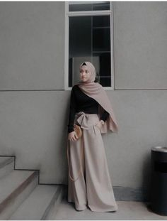 hijab casual simple Ideas for how to wear hijab simple Modern Hijab Fashion, Street Hijab Fashion, Hijab Fashion Inspiration, Muslim Fashion, Modest Fashion, Fashion Outfits, Fashion 2018, Fasion, Hijab Casual