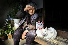 Japanese photographer Miyoko Ihara has been documenting the life of her grandmother, Misao, for 13 years now. She started photographing the series as a means of celebrating and capturing the life of a woman who inspired her. 8 years ago Misao took in a stray cat with different coloured eyes and called him Fukumaru. Friendship between the two blossomed and they are now inseparable, sharing their daily life.