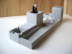 Formfreunde Concrete Desk Set Casts a Solid Presence Concrete Furniture, Concrete Cement, Concrete Crafts, Concrete Projects, Concrete Design, Cement Art, Urban Furniture, Vide Poche Design, Beton Design
