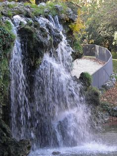 Cascada en el Parque del Retiro. www.elhogarnatural.com