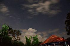 """Desde Ondemí (1) Instantánea de estrellas. ONDEMÍ: """"En mi propiedad"""". Lugar donde fue tomada esta fotografía nocturna (7:13pm), quinta de mi primo Carlos L. Ocampo. Costa Rica."""
