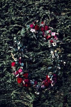 Aisle Style - 20 of the Prettiest Wedding Wreaths - Chic Vintage Brides Winter Wedding Flowers, Romantic Flowers, Red Wedding, Floral Wedding, Wedding Wreaths, Wedding Decorations, Wedding Doors, Chic Vintage Brides, New Years Eve Weddings