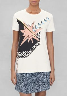 Made from dense cotton, this chic tee features a graphic print in powder pink, light blue, bright yellow, and pitch-black hues.