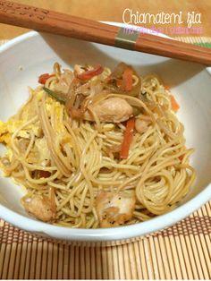 Noodles con pollo e verdure