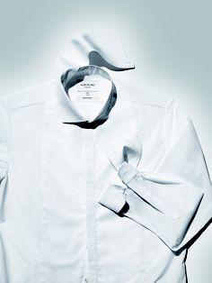Chemise cérémonie en coton d'Égypte  double retors, popeline blanche, plastron en piqué, col amovible en popeline sur col officier en piqué, extra slim fit, poignets mousquetaires amovibles