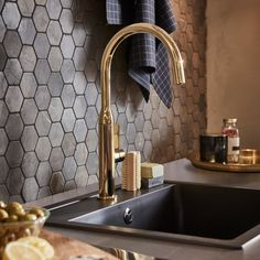 A kitchen fit for open plan living - IKEA Check out a trendy IKEA kitchen that is coordinated with brass, gold, black and dark wooden textures and colours for a boldly modern, yet homey feel. Kitchen Taps, Ikea Kitchen, Kitchen Backsplash, Kitchen Decor, Kitchen Living, Voxtorp Ikea, Open Plan Kitchen Diner, Wall Shelving Units, Decoration Ikea