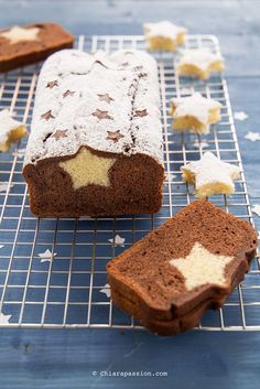 plumcake-con-sorpresa-stella-natale Sweet Recipes, Cake Recipes, Dessert Recipes, Food Cakes, Pie Co, Inside Cake, New Year's Cake, Plum Cake, Cupcakes