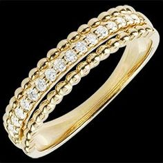<a href=http://www.edenly.com/bijoux/bague-bella-cqviqr-or-jaune,1439.html>Bague Fleur de Sel - deux anneaux - or jaune - 18 carats <br><span  class='prixf'>640 €</span> (-53%) </a>