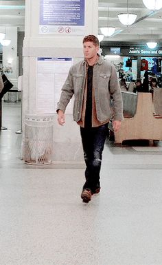 ❤❤❤ How does he make something as simple as walking look SO UNBELIEVABLY ATTRACTIVE