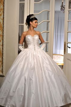 Resultado de imagem para vestido de noiva TIPO CINDERELA