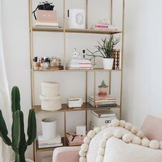 Spending the day getting through my emails and tidying my office before the weekend and it feels good! check out my home hashtag for more interiors snaps >>> #KLVhome
