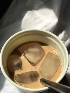 Aesthetic Coffee, Aesthetic Food, Aesthetic Pics, Coffee Cafe, My Coffee, Good Food, Yummy Food, Coffee And Books, But First Coffee