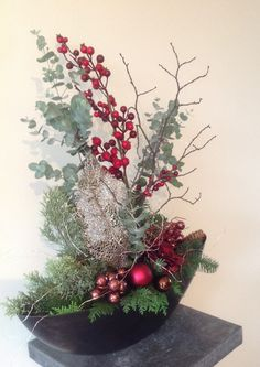 Christmas Candle Decorations, Christmas Flower Arrangements, Christmas Planters, Christmas Candles, Christmas Lights, Christmas Crafts, Christmas Ornaments, Ideas Decoracion Navidad, Christmas Fireplace