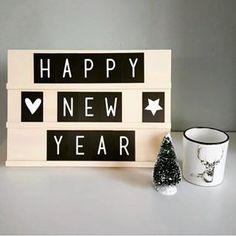 Tekstbord | Textboard | 29x21,5 cm | 88 cards | Order at www.vanmariel.nl | € 25 Happy New Year Greetings, New Year Wishes, Light Up Message Board, Lead Boxes, Licht Box, Boxing Quotes, New Years Decorations, Letter Board, Lightbox Quotes
