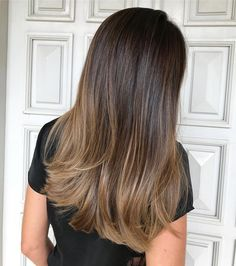 brunettes that wants a hint of golden balayage but still maintain their base ✨done with and by . brunettes that wants a hint of golden balayage but still maintain their base ✨done with and by . Hair Color Highlights, Ombre Hair Color, Brown Hair Colors, Balayage Highlights, Caramel Balayage, Partial Balayage Brunettes, Subtle Balayage Brunette, Babylights Brunette, Baylage