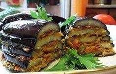 Баклажаны – самые популярные овощи в турецкой кухне: из них готовят множество вкусных, аппетитных горячих овощных блюд и холодных закусок, их добавляют в мясные блюда, подают к рису, кебабам, рыбе. Но особенно популярна закуска, которая так и называется - «баклажаны по-турецки». В первую очер