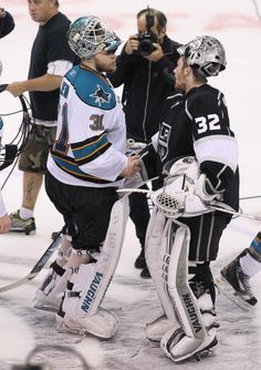 Antti Niemi and Jonathan Quick in the handshake line