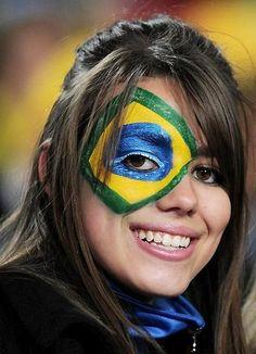 Unique Brazilian Fans with World Cup Brazilian flag tattoo on eye - Brasil Hot Football Fans, Football Girls, Soccer Fans, Football Soccer, World Cup 2014, Fifa World Cup, Soccer World, Girls Camp, Beautiful World