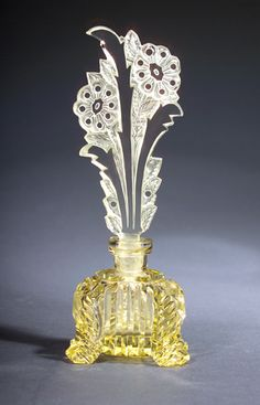 Czechoslovakian perfume bottle, circa 1920s, in yellow crystal, with dauber.