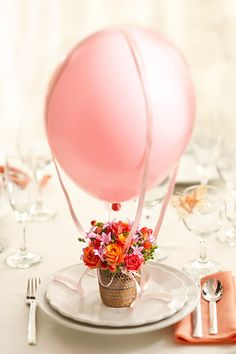 This hot air balloon floral arrangement would be cute as a centerpiece at a baby shower Diy Mother's Day Crafts, Mother's Day Diy, Mothers Day Crafts, Flowers For Mothers Day, Decor Crafts, Ballon Party, Mesas Para Baby Shower, Deco Floral, Festa Party