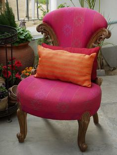 Beautiful Pink chair in Kantha Upholstery :) Cool Chairs, Pink Chairs, Pink Sofa, Bag Chairs, Orange Interior, India Colors, Take A Seat, Bohemian Decor, Decoration