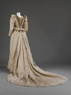 #Wedding dress by the Stern Bros, worn by Cara Leland Huttleston Rogers on November 17, 1890. l Victoria and Albert Museum