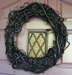 DIY Halloween Decor DIY Halloween Crafts : DIY Slithery Snake Wreath