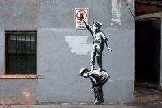 Pochoir de Banksy réalisé le 1er octobre 2013 au 18 Allen Street, à Chinatown, au sud de Manhattan.