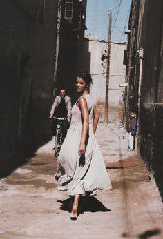 Helena Christensen in de Sable et de Soie, Vogue Paris May 1994 (photography: Pamela Hanson, styling: Marie-Amelie Sauve)