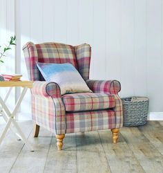 Update your living room with a statement piece you can't WAIT to sink into ☺️ Kit your home out in all things spring through the link in our bio. #armchair #chair #home #homedecor #interior #furniture #Friday