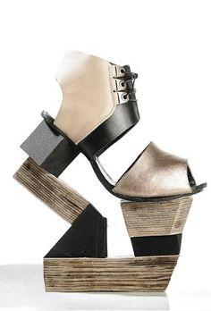 Shoe Art - conceptual footwear design with abstract wooden heel // Shoise Creative Shoes, Unique Shoes, Crazy Shoes, Me Too Shoes, Weird Shoes, Shoe Boots, Shoes Heels, Pumps, Funny Shoes