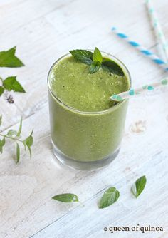 Minty Melon Smoothie by queenofquinoa : Light, refreshing and super healthy. Made with cantaloupe, English cucumber, kale and mint.