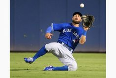 Blue Jays center fielder Kevin Pillar makes a sliding catch on a fly ball by the Atlanta's Nick Markakis in the fifth inning. Men's Softball, Baseball Boys, Kevin Pillar, Nick Markakis, Justin Smoak, Sports Signs, Double Play, Dark Men, Hockey