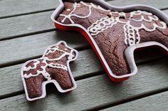 Swedish Horse Cake By Ikea  Project Dala cakepins.com