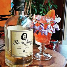 Take me to -Pan's Garden 🌸- and leave me over there with my favourite rum.  A sophisticated cocktail (recipe below) by Les Fry at Voodoo Cafe in Darlington, UK🇬🇧 for the #rdjcocktailchallenge3.  Recipe: - 3,5 cl Ron de Jeremy Reserva - 1 cl Campari - 1,5 cl St German - A dash of Rose Water - A small slice of Tonka Bean  Stir over ice and pour into glass filled with crushed ice, garnish with fresh flowers, orange and apple. Cocktail Ideas, Cocktail Recipes, Cocktails, Rose Water, Voodoo, Fresh Flowers, Cl, Vodka Bottle, German