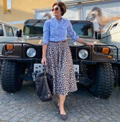 """935 curtidas, 133 comentários - Griseldis (@ich_bins_griseldis) no Instagram: """"Dieser Hummer H1 passt doch ganz wunderbar zu meinem Outfit, oder?? . Meinen Sonntag verbringe ich…"""" Hummer H1, Outfit, Instagram, Vintage, Style, Fashion, Sunday, Outfits, Swag"""