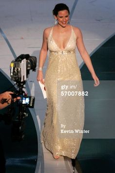 Jennifer Garner walks onstage to present the Oscar for Achievement in Sound Editing during the 78th Annual Academy Awards at the Kodak Theatre on March 5, 2006 in Hollywood, California