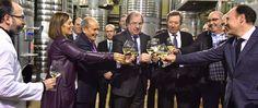 Bodegas Protos ha ampliado sus instalaciones en la localidad vallisoletana de La Seca, donde elabora sus vinos con D.O Rueda, para transformar 2,5 millones de kilos de uva, el doble que hasta ahora, y poder producir dos millones de botellas de verdejo.