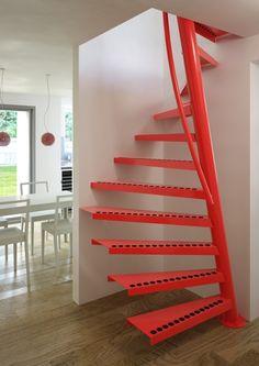 Deze trap heeft een oppervlakte van 1m2 nodig. Hij is steiler dan een normale trap, dus als hoofdtrap kan hij niet praktisch gebruikt worden.