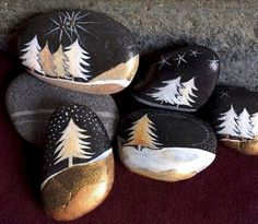 50 DIY Christmas Rock Painting Ideas (48)