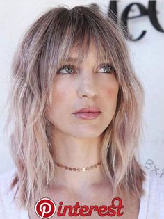 60 Super Chic Hairstyles for Long Faces to Break Up the Length Mid Length Choppy Cut With Bangs Long Face Hairstyles, Haircuts With Bangs, Hairstyles With Bangs, Hairstyles 2018, Men's Hairstyle, Wedding Hairstyles, Formal Hairstyles, Hairstyle Ideas, Pretty Hairstyles