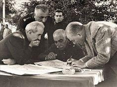 Atatürk, İran Şahı Rıza Pehlevi, İsmet İnönü ve General Fahrettin Atay ile Afyon Orduevi Bahçesinde. 21 Haziran 1934